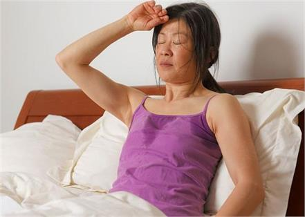 women hot flashes problems reason symptoms and treatment