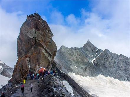 glacier in shrikhand mahadev yatra