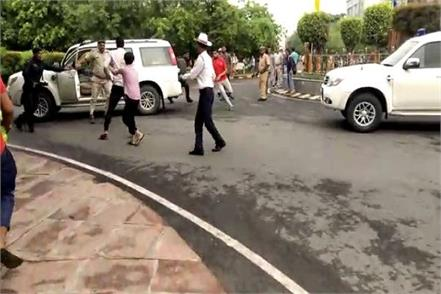police have stopped the convoy of cm manohar s convoy