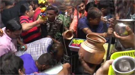 first monday of savan ? ?? of devotees performed worship of lord baba viswanath