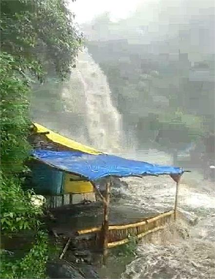 bhagsunag waterfall mcleodganj