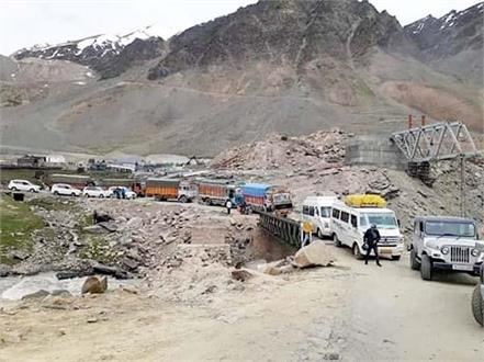 landslide on manali leh route