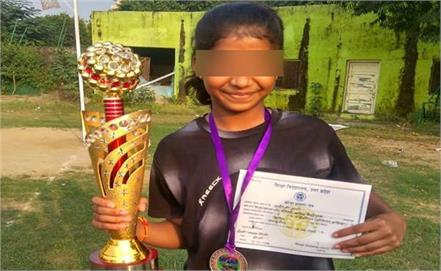a student of class 8 living in a sports hostel is hanged