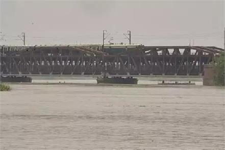 hathinikund barrage s water reached delhi alert issued
