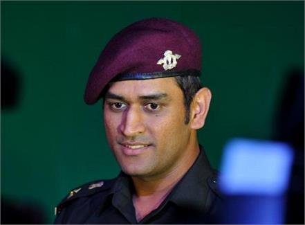 dhoni played cricket with children in leh before returning home