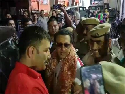bollywood star govinda reached of maa chintpurni