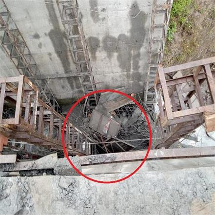 sirmour in renuka bridge under construction accident due to fall