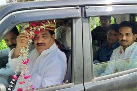 sp leader reached rampur by becoming groom