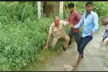 up police did not give receipt after cutting helmet s challan