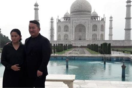 mongolia president arrives in agra