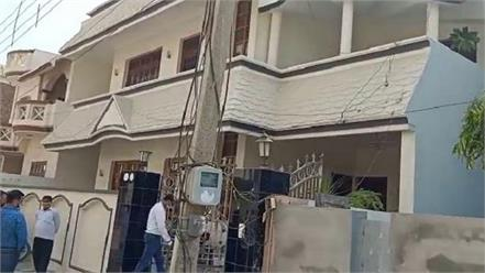 businessman s body found hanging in the house suicide note recovered