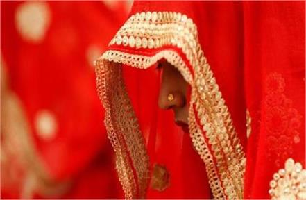 after the wedding ceremony bride ran away with the jewels embellished with lover