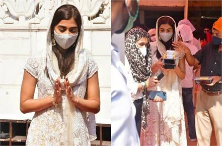 pooja hegde visits gurudwara to seek blessings on guru nanak jayanti