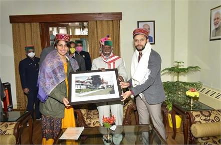 saina nehwal and parupalli kashyap met the governor