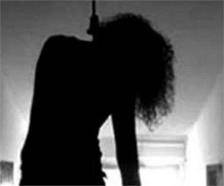 student studying in nursing college did suicide in hostel