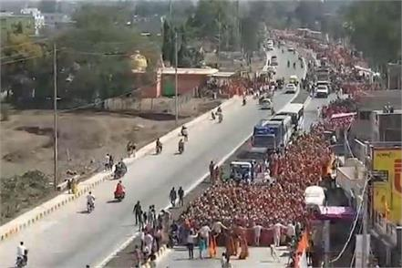 thousands of women joined the 7 km long procession with an urn on their head