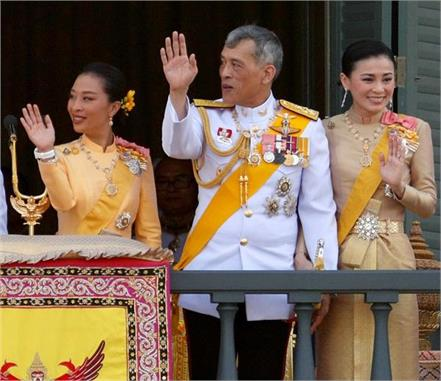 thailand king is in self isolation with 20 women in a hotel of germany