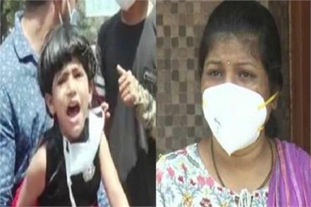 daughter crying to be with her mother in quarantine