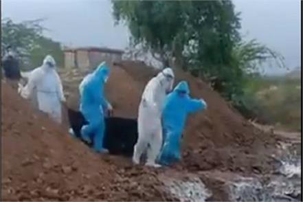 karnataka corona died employees dumped 8 bodies in pit