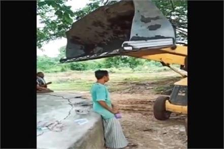 jcb driver hits a man with its front bucket