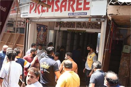 short circuit fire in sari shop