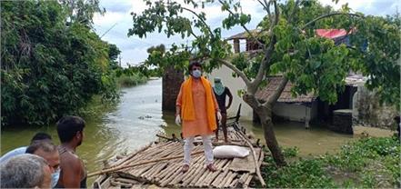 flood affected village mp ravi kishan took stock