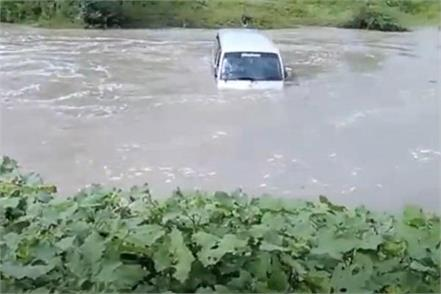 maruti vans swept away by the ripple of the drain