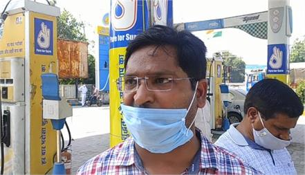 first petitions on petrol pump then absconding with cash