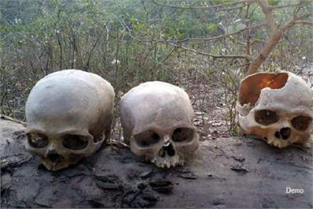 3 male skeletons found during widening of highway