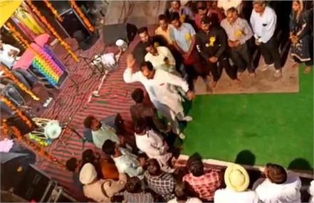 watch viral video of congress mla