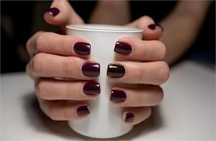 your favourite nail polish color are also reveal about your nature