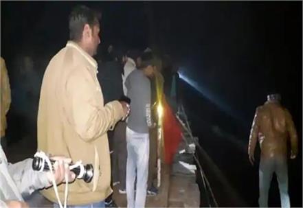car falls into yamuna river uncontrolled