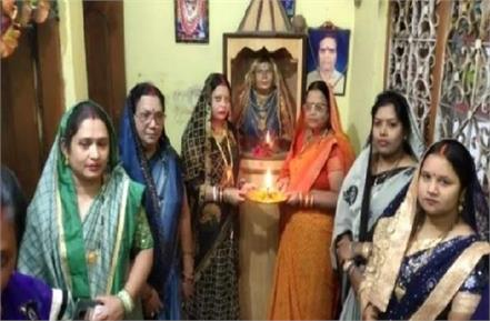 daughter in laws build a temple for their mother in law