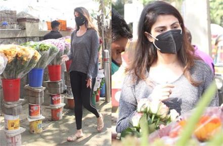 rhea chakraborty buys flowers ahead of late boyfriend sushant birth anniversary