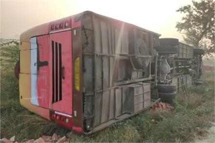 25 people injured in amethi bus overturn two in critical condition