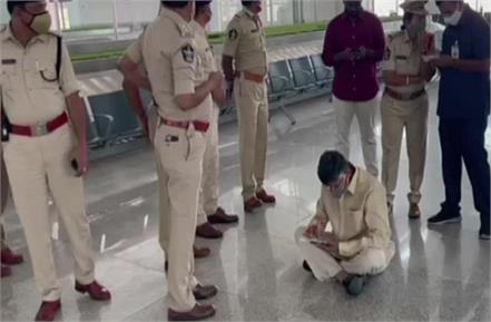 n chandrababu naidu protest at tirupati airport