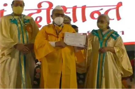 surendra who studying at age of 69 was stunned after receiving the gold medal