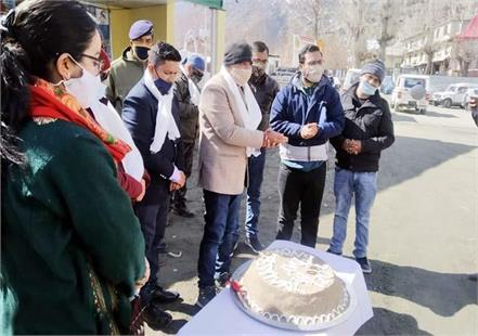 50 kg sattu cake cut on completion of 50 days of snow festival