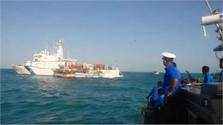 86 indians intercepted in sri lankan waters