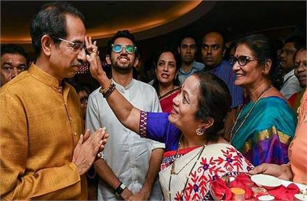 shiv sena praised chief minister uddhav thackeray