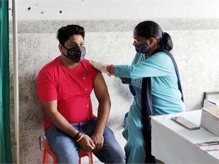 indian idol fame nitin kumar got the vaccine