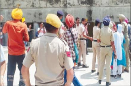 big lapse in security despite deployment of 700 personnel in sidhu s