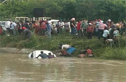 3 died in a accident car fell into canal