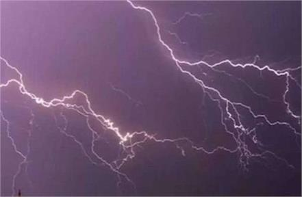 lightning fell on three youths who went to graze buffalo two died