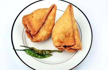 controversy over samosas in anuppur customer commits suicide