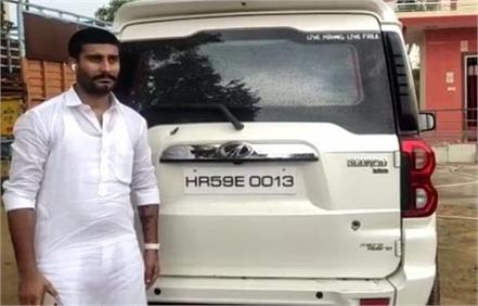 5 and a half lakh robbed by firing on the trader s car