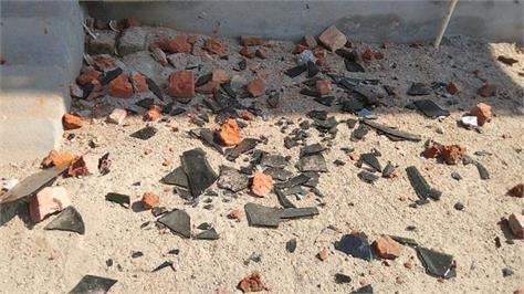 attack on police in darapur 4 injured including asi