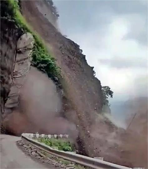 himachal  sirmaur landslide renuka ji haripurdhar road close