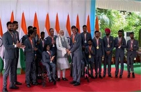 pm modi meet indian para athletes