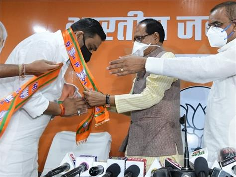 congress mla left the party joined bjp